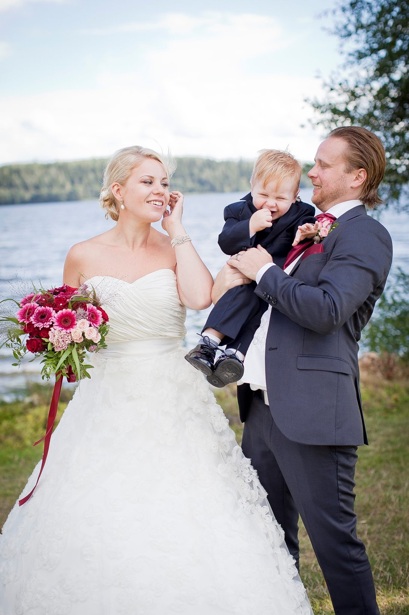 b9eaed28b588 KATEGORI: Brudklänning stl 42 PRIS: 3000:- VARAN FINNS I: Stockholm