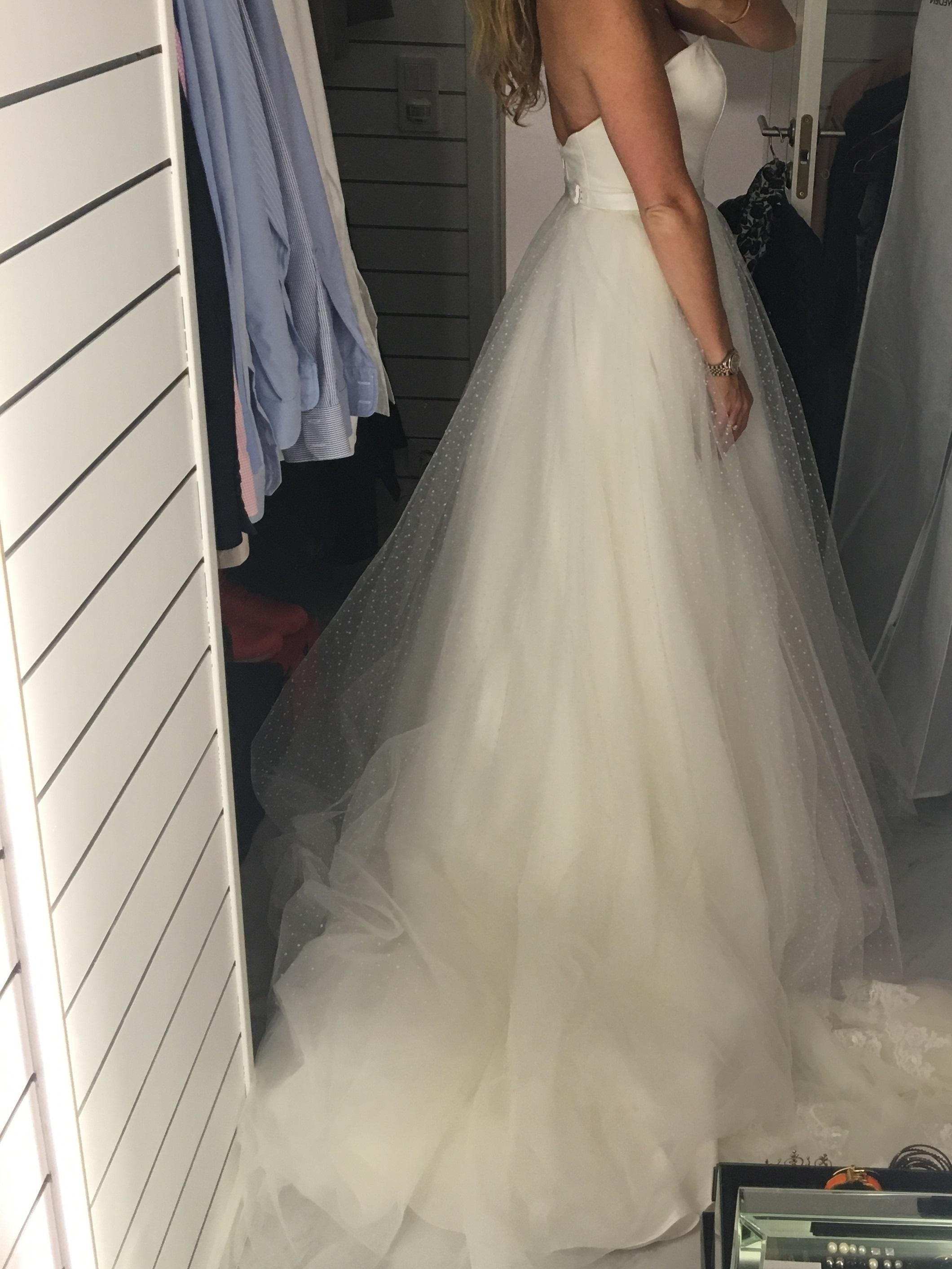 3acf41f8bfa4 Unik brudklänning från Garamaj- HALVA PRISET, Köp & Sälj - BröllopsGuiden