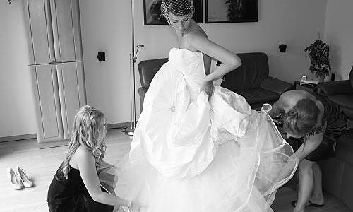 10 saker du behöver när du provar brudklänning BröllopsGuiden