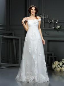 bddfbd77f101 Den här klänningen från MissyDress.nl, är priset € 140. Älskar du det?