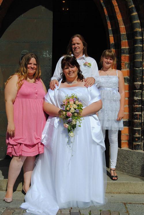 94b52dfd075d Älsklingen och jag med våra tärnor - BröllopsGuiden