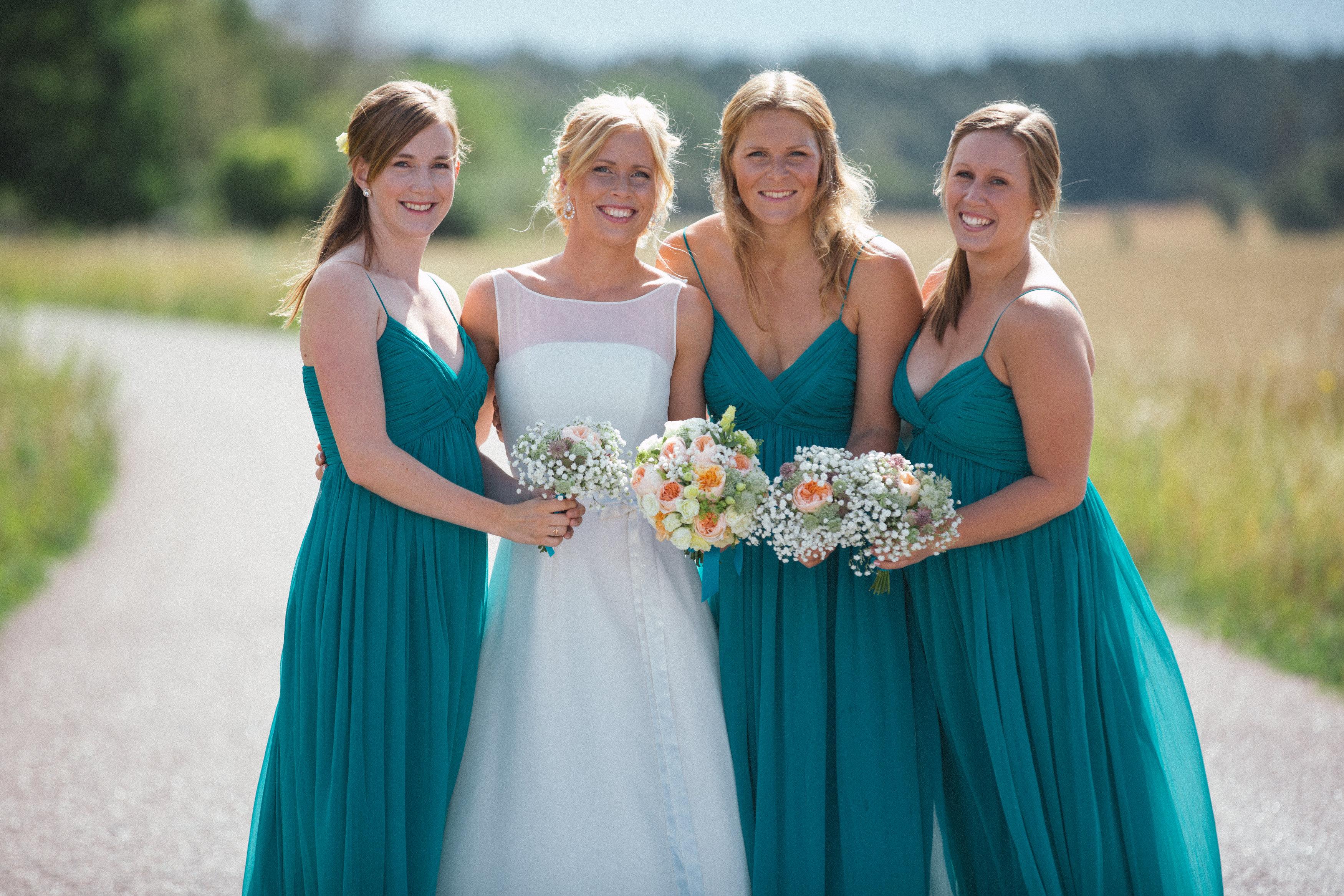 976135bb9ae3 Brudnäbb, tärna, festklänningar - bilder - BröllopsGuiden