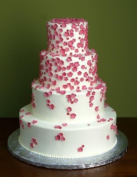 451174b32462 Tårta m små blommor - BröllopsGuiden